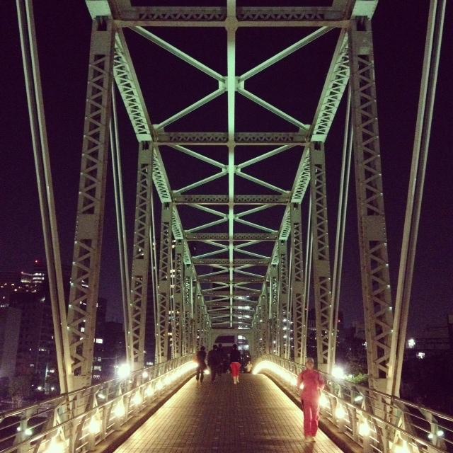 窓から見えた橋。