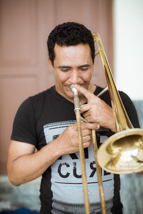 トランペット練習中の男 / ハバナ Havana